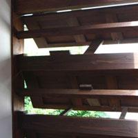 木製 押し上げ板戸 三段窓