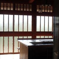 三段窓 木