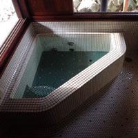 浴室 モザイクタイル 半身浴