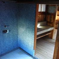 洗面脱衣室 タイル 木の床
